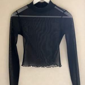 Superfin mesh tröja med en liten krage💕 köparen står för frakt!