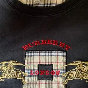 💗 Äkta burberry t-shirt i barnstorlek XL men är som vuxen S, använt skick men ingen skada💗