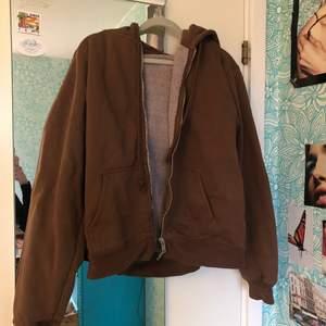 lägger upp igen pga oseriös köpare. superfin hoodie från brandy melville i toppskick, sitter lite oversized på mig som e xs.