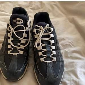 Nike air Max 95 strlk 41. Använd sparsamt då dem inte är min storlek. Men bekväma som tusan och tåliga