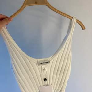 Gulligt vitt linne ifrån Monki. Aldrig använt!