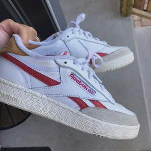 Reebok club c revenge sneakers, använda 3 ggr. Säljs pga kmr ej till användning. Nypris ca 900💚