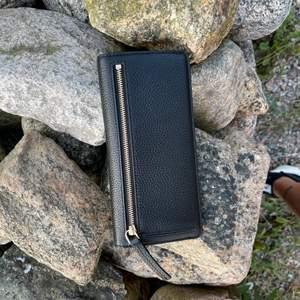 Plånbok i nyskick, köpt på raglady by tara i Kungsbacka. Nyskick.