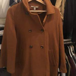 Nice elegant Zara dark-mustard wool coat. Barely used in avery good shape, fits above the knees