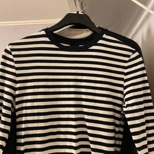 Skön randig tröja i storlek S 🤍 Frakt tillkommer 48-66kr