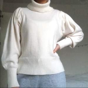 Suuupermysig stickad tröja från MANGO, knappt använd. I jättebra skick. I storlek M men passar även mig som har S 🤎