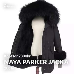 säljer min Jasmine parker jacka i modellen Naya. Köpte denna i vintras men har inte kommit till användning! Storleken kan justeras men skulle säga mellan S/M. Buda ifrån 800kr