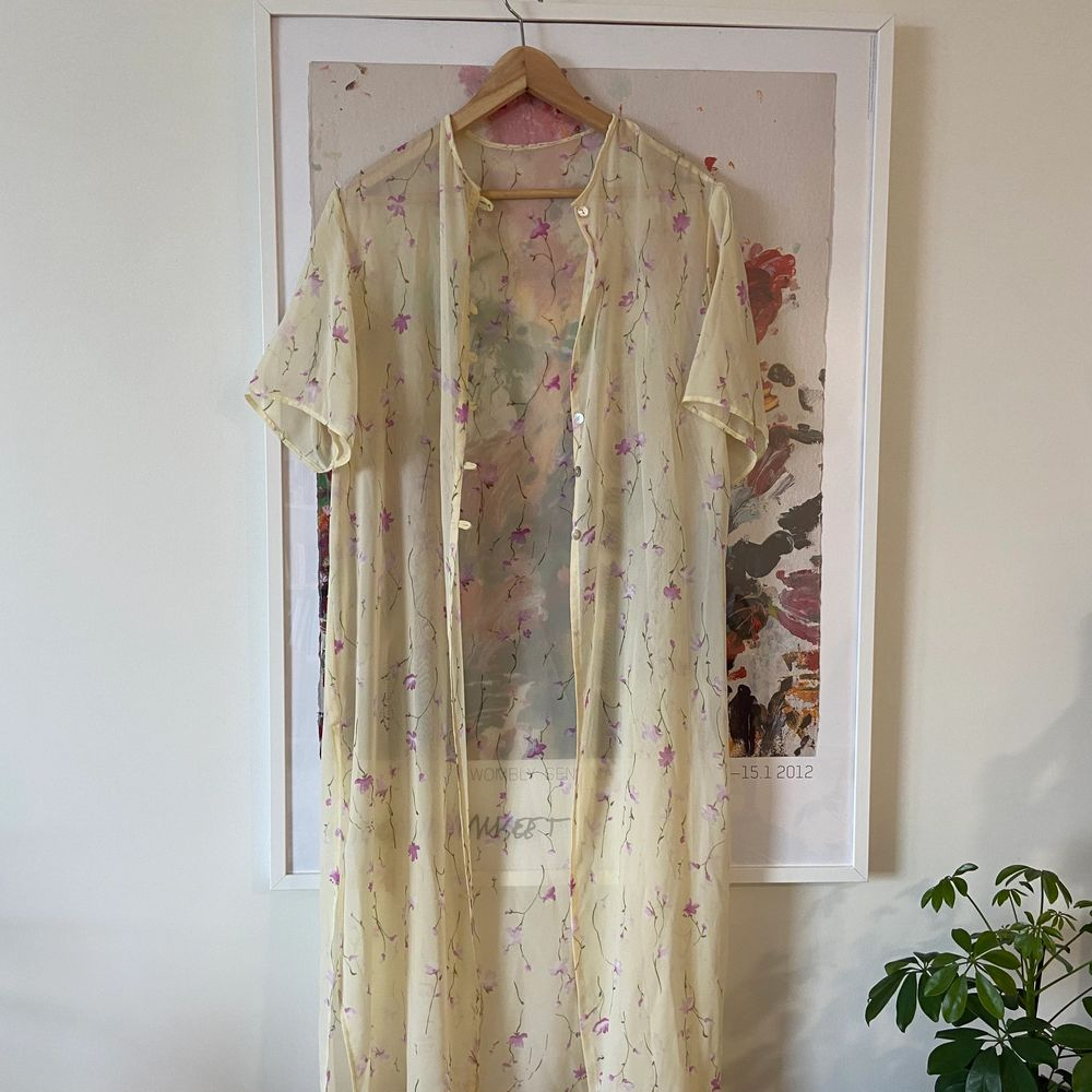 Supersöt vintage blus/kimono att ha till det mesta 🌷. Blusar.