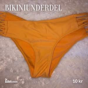 Bikiniunderdel från Hollister i färgen orange 🧡 Superfina, men har för många så säljer dessa. Bara använda ca 2 gånger!