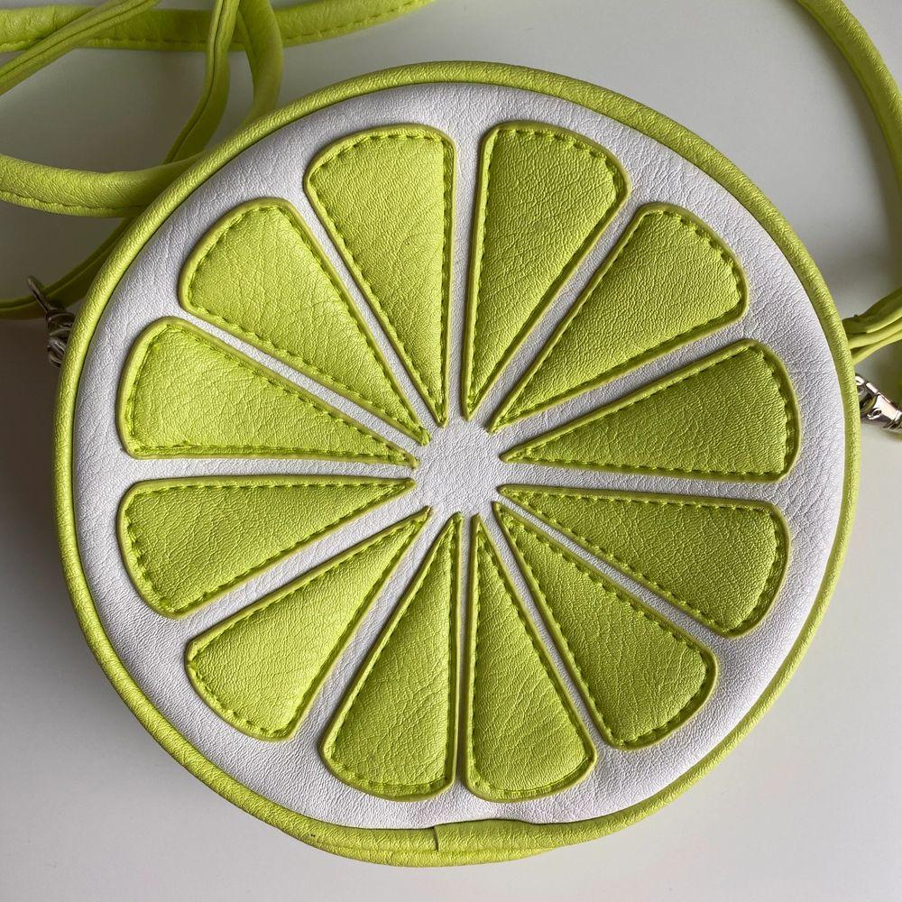 Väska i form av en lime, använd ett fåtal gånger, fri frakt✨. Accessoarer.