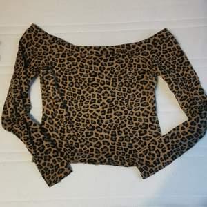 Leopardtopp från H&M i fint skick!