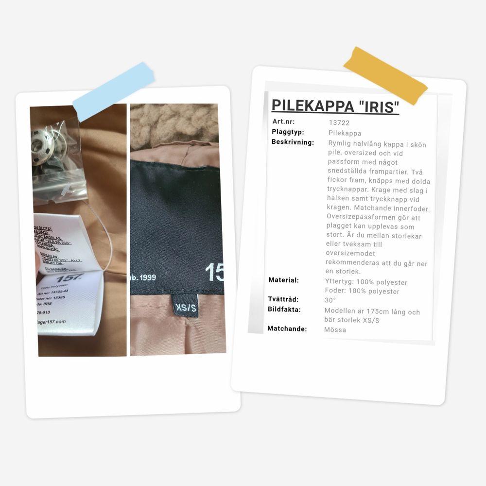 Pilekappa Iris från lager 157 Storlek: XS/S (34-36-38 ?) Skick: Ny, aldrig använt. Etiketten saknades när jag köpte kappan/jackan och var sista storleken. Men som ni ser på bilderna så finns andra etiketter/knappar på osv. Frakt tillkommer.. Jackor.