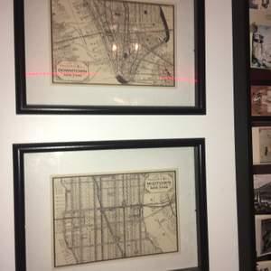 Stadskartor över midtown och downtown manhattan i new york! Superfina inte en enda skråma på dom. (Det röda strecket är reflektionen av min ljusslinga)