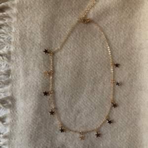 Halsband med stjärnor, helt nytt. Justerbart så kan göras både kort och lite lösare.
