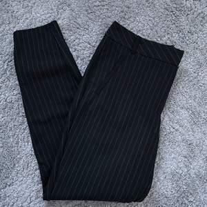 Säljer mina randiga kostymbyxor. Använda fåtal gånger. 70kr + frakt