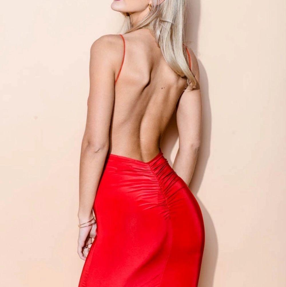 Hej tjejer! Säljer min klänning från Rebecca Stella! OBS har inte den i röd utan beige/ljusrosa! Den är låg i ryggen & är skit sexig & bekväm. Dock har den aldrig kommit till nytta. Hör av er om ni vill ha bild på mig i den. Pris kan diskuteras.. Klänningar.