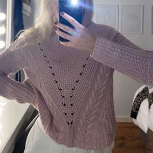 En så fin rosa stickad tröja i storlek XS