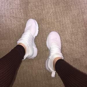 Helt nya!! Nike air presto, all white. Levereras i orginalförpackning. Storlek 38,5
