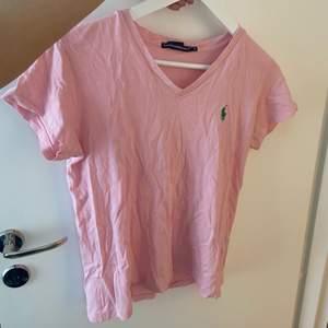 Säljer denna Ralph louren tröja eftersom den aldrig används längre. Köpt för 299 och säljer för 100kr