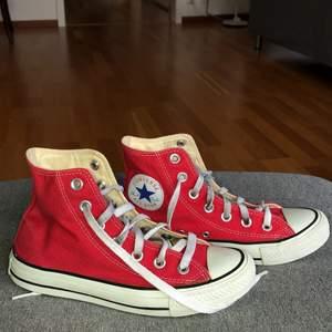 Säljer mina Converse som också blivit för små för mig! köp direkt för 200kr+frakten!🤍annars blir det budgivning!