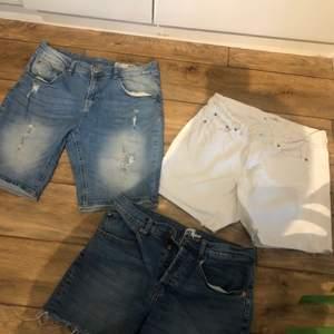 Jeansshort (med hål) från ginatricot i storlek M, för 20kr!!         Vita jeansshorts från HM i storlek 29, för 20kr!!                         Jeansshorts (mörkablåa) från lager 157 i storlek L, för 20kr!!     KÖP ALLA FÖR 50kr!!