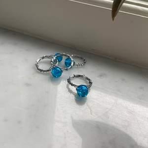 Finns i blå och rosa och kostar 5kr st