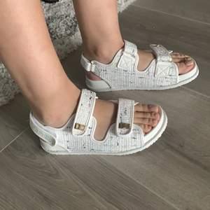 Helt nya sandaler från Public Desire, passade inte mig då tänkte sälja vidare den. Endast prövad för fotot strl 38