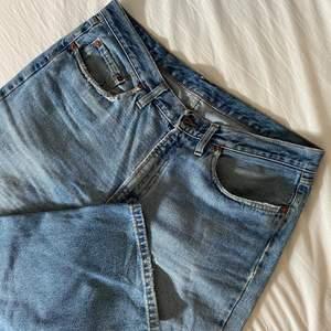 Så snygga straight leg jeans! Skulle säga att de passar en M som är från 170-180 lång beroende på hur man vill att de ska sitta💖