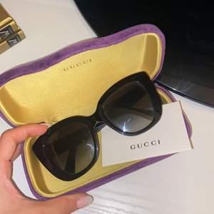 Säljer ett par super fina Gucci glasögon. Knappt använda! Nypris: 3000kr