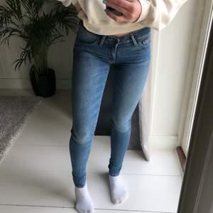 Levis jeans i modellen 711. Smal och tight passform! Supersnygga men för små för mig :(