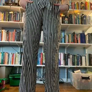 Superhärliga byxor, skitsnyggt mönster och suuuperhärligt material🥵