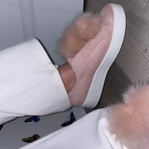 Jätte söta skor från Steve Madde, har knappt använt dom. Dom är i storlek 39-40 och sitter jätte fint på, för 450kr frakten ingår i summan.