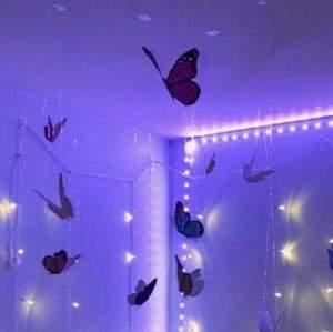 Köpte dessa decoration fjärilar men passade inte in i mitt rum så säljer dem är ungefär 30 stycken