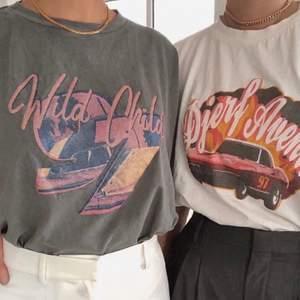 Slutsåld t-shirt från Djerf Avenue i storlek XS.