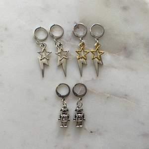 Trendiga silvriga små hoops med berlocker ⚡️ Örhängeskroken är nickelfri och i rostfritt stål. Självklart nya & oanvända! 69kr/styck eller 3 för 139kr. Fri frakt 💌  Kontakta mig om du vill köpa 🥰