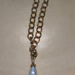 Helt nytt halsband köpt på glitter, nypris 149kr. 60kr + frakt står inte för postens slarv