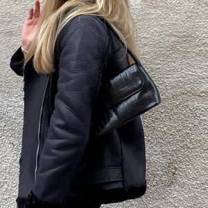 Väska från Nelly.com, använd Max 3 gånger, helt nyskick.