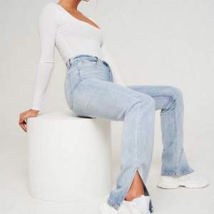 Säljer mina ljusblåa jeans från Missguided, de är helt oanvända, endast testade. Storlek 36 i tall modellen