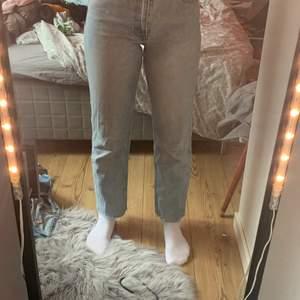 Ett par jeans använder inte längre så säljer dom kan mötas upp och ksk frakta🥰