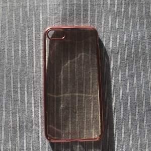 Rosé guldigt iPhone skal från Holdit. Aldrig använt för köpte fel storlek på skalet, vilket innebär det är nyskick! Checka gärna in mina andra försäljningar, kommer lägga upp hela helgen! Frågor/bilder? Skicka till mig så fixar jag det!