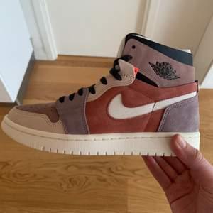 Säljer dessa nya och oanvända Jordan 1 High Zoom Canyon Rust. Pris är 2000