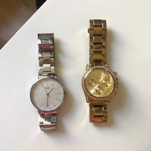 Silvriga klockan från regel och guldiga från o.n.e🤍 säljer båda för 120kr eller 70 kr/st🤍🤍