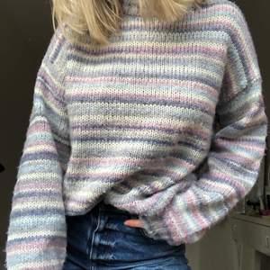 Mysig randig tröja från Vero Moda! Lite nopprig, men tror det går lätt att ta bort! Inte stickig!! 💜🌟