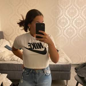Så snygg t-shirt med ett Nike tryck! Bra skick