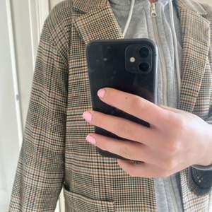 Snygg balzer från mobil aldrig använd! Overaized, storlek xs men passar mig bra som är s/m😃