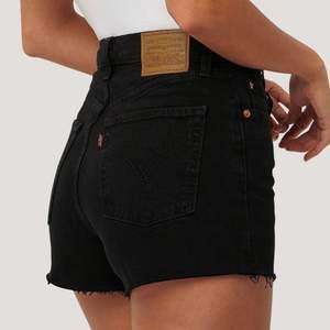 Snyggaste levis jeansshortsen i modellen ribcage i strl W27🥰 Nypris ca 600kr❣️ spårbar frakt 66kr