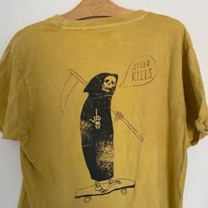 """""""Speed kills"""" t shirt. Använd en gång. Köpt för 300. Skriv för fler bilder"""