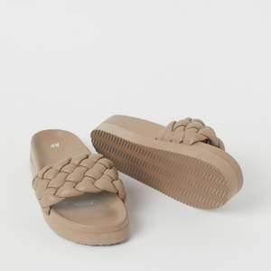 Råkade köpa fel storlek och nu är de helt slutsålda! Kan tänka mig att byta till en 38:a av samma sko eller sälja för bud från 200kr 🤎säljes inom ca 3 dagar annars måste de skickas tillbaka istället! Helt nya!!!