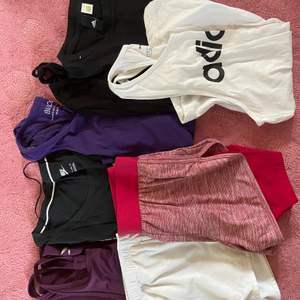 Säljer träningslinnen och shorts!  Lila linne ifrån XXL strlk S. Nike linne strlk XS. Lila linne ifrån blacc strlk XS. Svart linne strlk S. Svart adidas linne utand strlk men gissar på XS-S. Vita shorts från wilson, barnstorlek L men passar som XS-S. Rosa shorts från champion strlk XS. Vitt adidaslinne strlk S. Säljer för att jag inte har någon använding av detta, hör av er vid funderingar💕