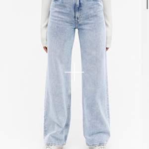 Säljer nu mina vida jeans i modellen Yoko från monki! Super sköna men använder ej längre, bra skick förutom några uppslitna trådar längst ned då de är lite lång på mig som är 166! Fler bilder kan skickas, köparen står för frakten!